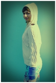 Molly White Hoody Cable Cash